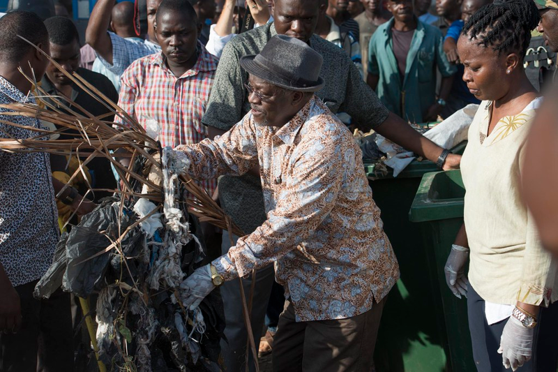 Dar es Salaam, Tanzania - 12/9/15 - cleanup in Dar es Salaam, Tanzania on December 9.  President John Magufuli cancelled Independence Day celebrations and ordered a national day of cleaning instead. Photo by Daniel Hayduk